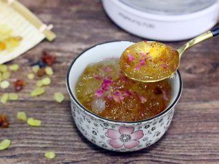 桃胶雪燕皂角米羹,成品图。