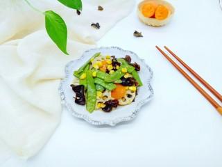 #时令蔬菜#荷塘月色小炒,装入盘中,可以享用。