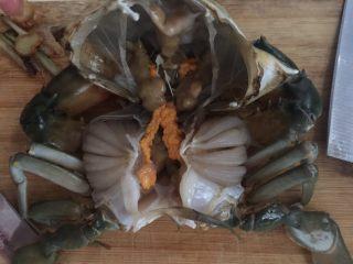 咖喱蟹意面,再用力剥开蟹壳