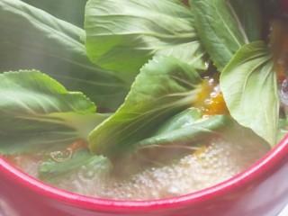 砂锅水煮肉片,加入青菜
