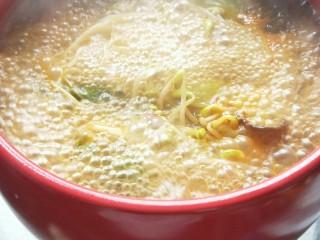 砂锅水煮肉片,大火煮开几分钟