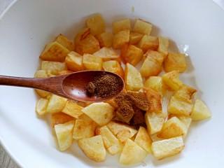 孜然土豆,加入花椒粉