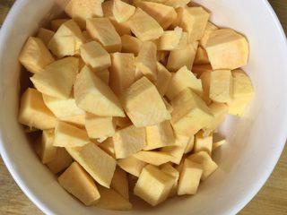 地瓜小米粥,大小刚好合适,容易煮烂