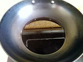 风情花生酱香蕉丸子,炸锅烧热放油(没过丸子为准)