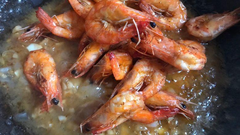糖醋虾,加入炸好的虾