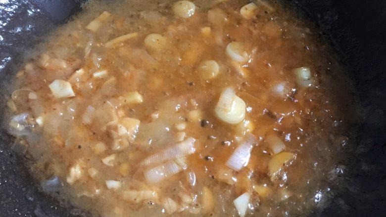 糖醋虾,小火慢熬一分钟,调成糖醋汁
