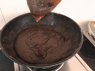 薏米红豆沙~中秋必备的健康馅料,再过十分钟,挂铲子慢慢滴落,明显增稠了,这是成功一半啦
