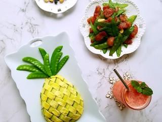 菠萝蛋包饭,买的荷兰豆多,用腊肠炒一下配炒饭吃特香。