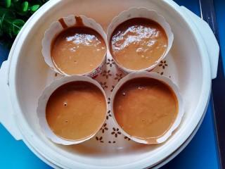 红糖发糕,放入蒸锅蒸15分钟,水开后转中火