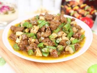 黑椒牛肉粒,翻炒均匀入味,起锅装盘即可