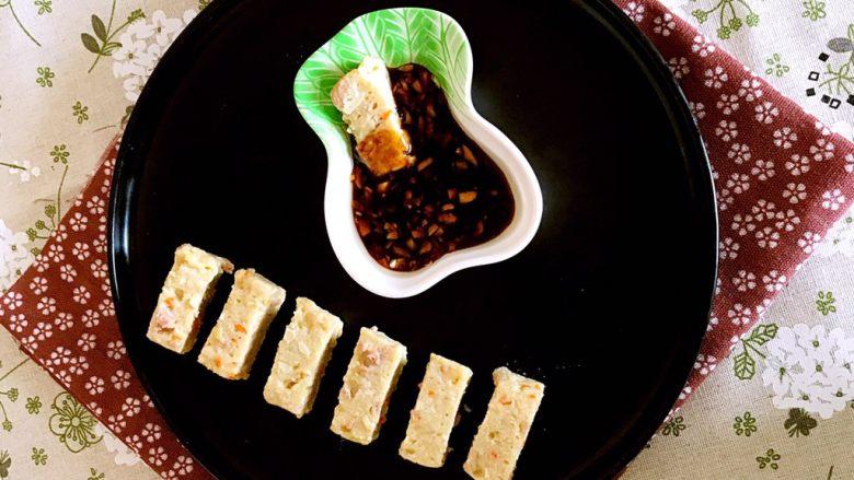 什锦肉末豆腐蒸糕,什锦肉末豆腐糕有肉末的鲜香,豆腐的软糯,木薯粉的Q弹,蔬菜的清爽,肉末的鲜香,美妙的搭配,独特的口感,给味觉带来奇妙的感受!