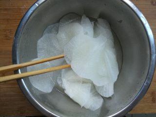 糖醋白萝卜,用筷子搅拌均匀。