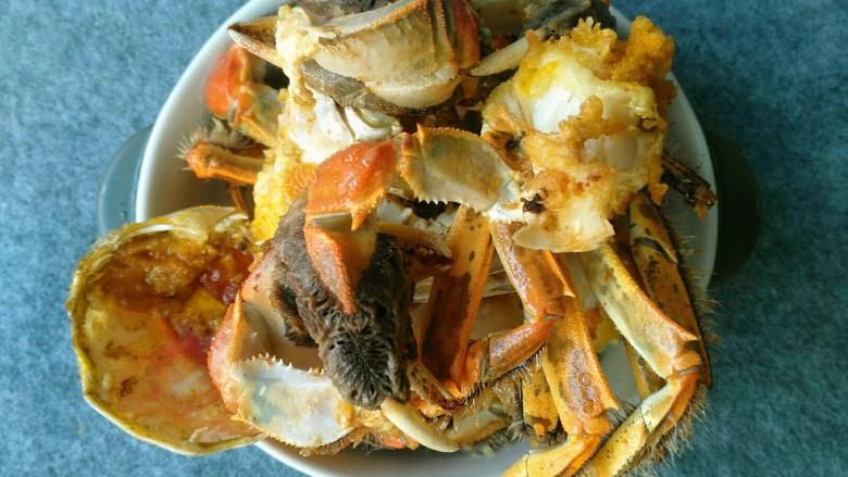 香辣大闸蟹,全部炸好后控油。