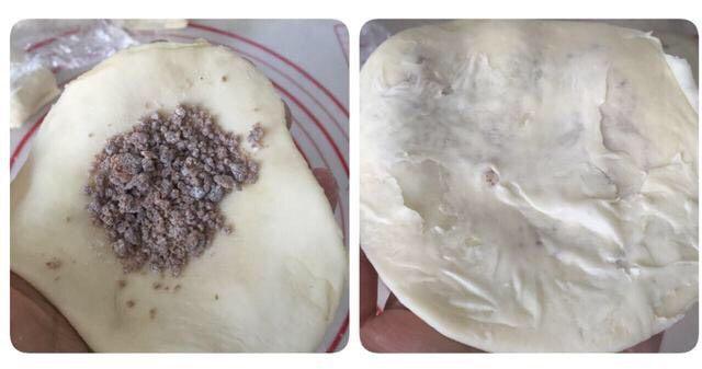 好吃酥脆的红糖烧饼,小剂子压扁,将糖馅儿放进面皮里,包好收口;