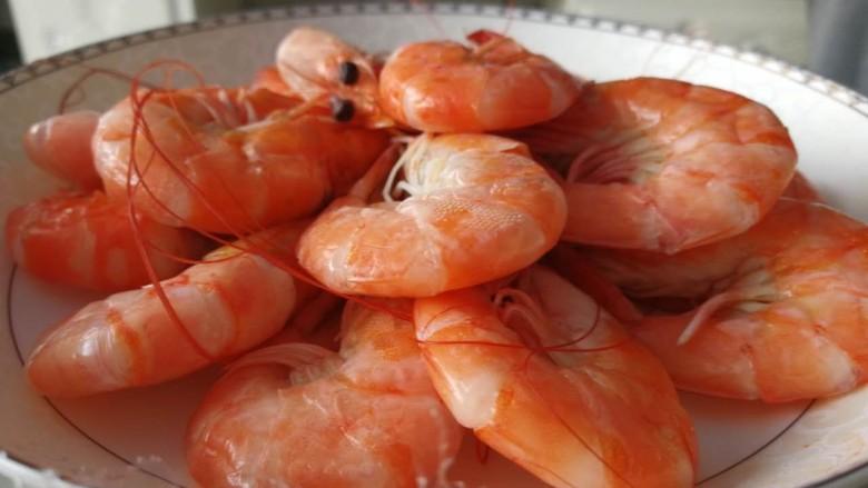 花样面条+青虾黑胡椒意面,可以把虾用水煮了(加盐煮),出锅摆盘直接吃,也不错。