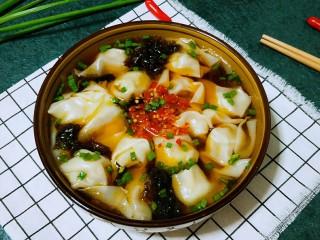 #地方特色小吃#  自制龙抄手,放上辣椒酱(酱的做法已发菜谱,可查看),再撒些葱花
