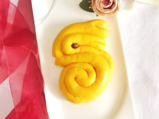 金灿灿的黄金南瓜豆沙馒头,专门做了一只小兔子
