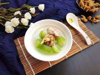 花蛤瘦肉丝瓜汤,简简单单的生滚汤,但味道却毫不逊色,非常鲜甜美味哟!