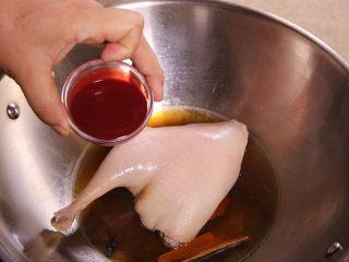 南乳鸭腿,最后下入南乳汁在锅里煮熟