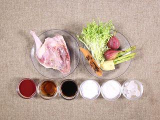 南乳鸭腿,原料准备 将辅料洗净备用 鸭腿洗净