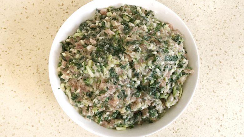 #咸味#漂亮的馄饨太阳花,准备食材:已经调好的馄饨馅儿一碗