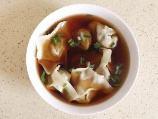 #咸味#美味的猪肉荠菜高汤馄饨,把馄饨放进去,就是高汤馄饨了,来吃吧