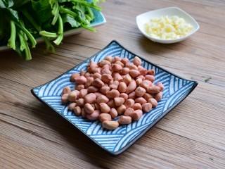 #咸食#果仁菠菜,花生洗净擦干,蒜切末