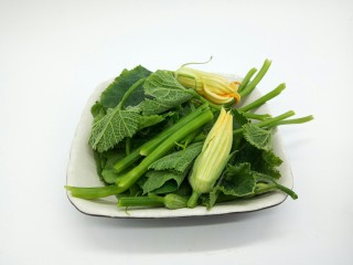#甜味#农家小炒  南瓜与南瓜叶的相遇,南瓜根嫩的部位叶可以食用