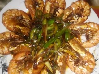 虾之糖醋大虾,出盘,上餐桌。