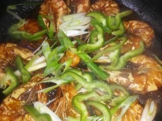 虾之糖醋大虾,放青椒丝葱花。