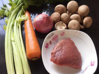 #咸味#烤牛肉酿香菇,准备好主食材。