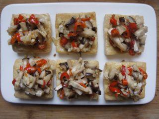 香菇豆腐,放入炒好的香菇丁