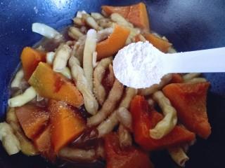#咸味#东北豆角炖南瓜,关火后加入鸡粉,翻炒均匀。
