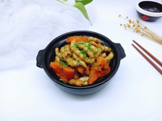 #咸味#东北豆角炖南瓜,装入啥锅中,撒上葱花。极其美味的一道家乡特色菜。