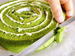 抹茶漩涡蛋糕,收尾处斜切一刀
