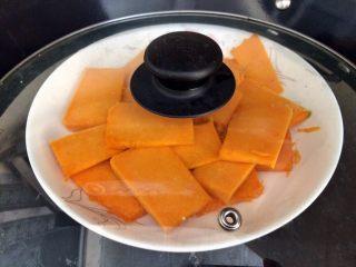#甜味#南瓜豆沙饼,上锅蒸10分钟。