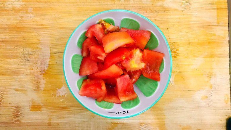 酸酸甜甜就是我(茄汁白玉菇鸡胸肉炒年糕),如图所示,切成小块,备用!