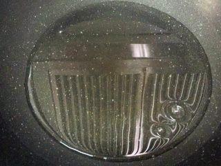 传统伍仁馅,小火热锅,放入水