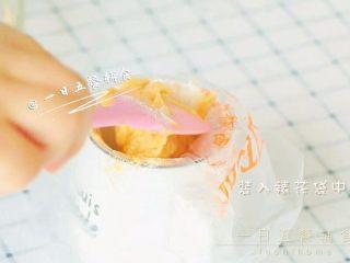胡萝卜莲藕排骨面线 宝宝辅食西兰花+番茄,装入裱花袋中待用。