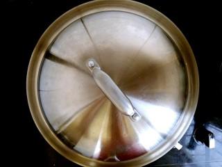 梅汁冬瓜,盖上锅盖焖二分钟。