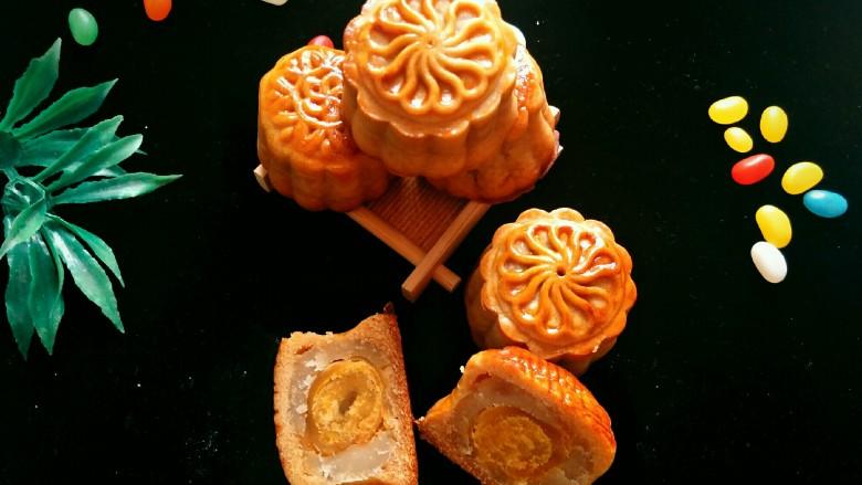广式莲蓉蛋黄馅月饼