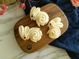 #甜味#玉兔花样小馒头,成品图来啦,三只可爱的小玉兔,你想抱哪只走呢!