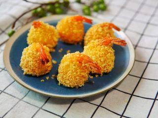 土豆虾球,不需要炸很久,因为土豆本身就是熟的