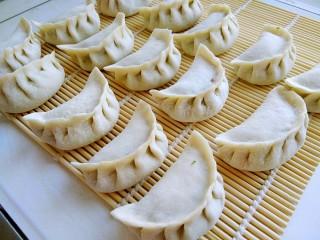 白菜羊肉馅蒸饺,包成饺子