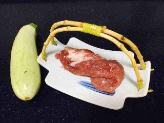 #咸味# 西葫芦羊肉水饺,主要食材,羊肉、小西葫。 羊肉选用的是内蒙古羊肉,用的是上脑部分。
