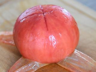金针菇好吃又简单的做法,超级下饭哦!,剥去表皮