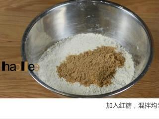 红枣司康,加入红糖,,混拌均匀