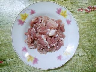 小炒四季豆,猪肉洗净,切片