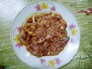 小炒四季豆,搅拌均匀,腌制30分钟