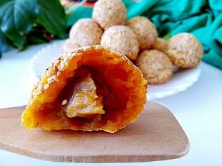 枣泥酱心金瓜球,甜甜糯糯的,不油腻,不喜欢油腻的就这样做吧!